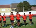 Achados rubro-negros: Atlético-GO garimpa o mercado e se fortalece