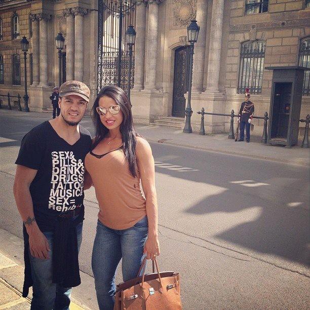 """Belo e Gracyanne Barbosa: """"Palace Elysée ( residência do Presidente) #paris"""", escreveu Gracy. (Foto: Reprodução/Facebook)"""