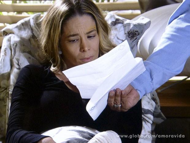 Amarilys fica espantada (Foto: Amor à Vida/ TV Globo)