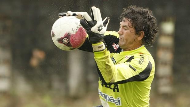 Goleiro Ronaldo em treinamento (Foto: Marcelo Seabra/O Liberal)