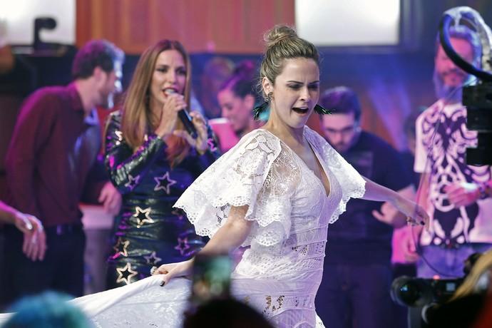 Ana Paula requebra ao som de Veveta (Foto: Raphael Dias/Gshow)