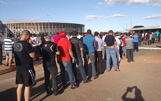 fila ingressos Vasco x Flamengo Brasília  (Foto: Fabricio Marques)