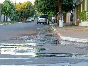 Objetivo é evitar a degradação da malha viária e também danos ambientais decorrente do descarte incorreto dessas águas (Foto: Reprodução/TV Anhanguera)