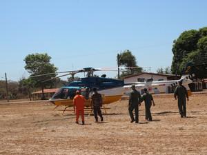Polícia Rodoviária Federal envia helicóptero para ajudar na contenção de queimadas (Foto: Beto Marques/G1)