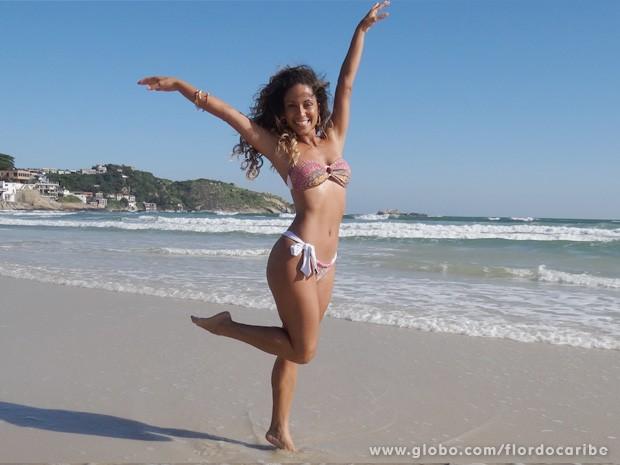 Para manter esse corpo escultural, Cinara leal faz dieta rigorosa e pega pesado na malhação (Foto: Flor do Caribe / TV Globo)
