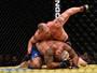 """Ex-campeão Brock Lesnar """"passa o carro"""" em Mark Hunt em volta ao UFC"""