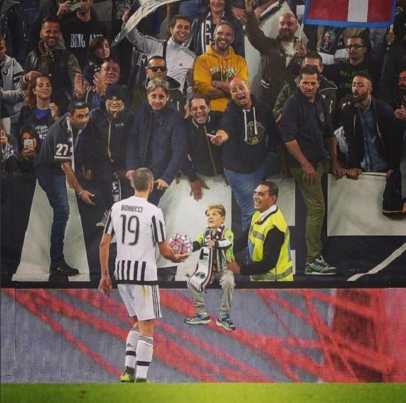 BLOG: Zagueirão poeta: Bonucci dá bola e homenageia pequeno torcedor do Juve