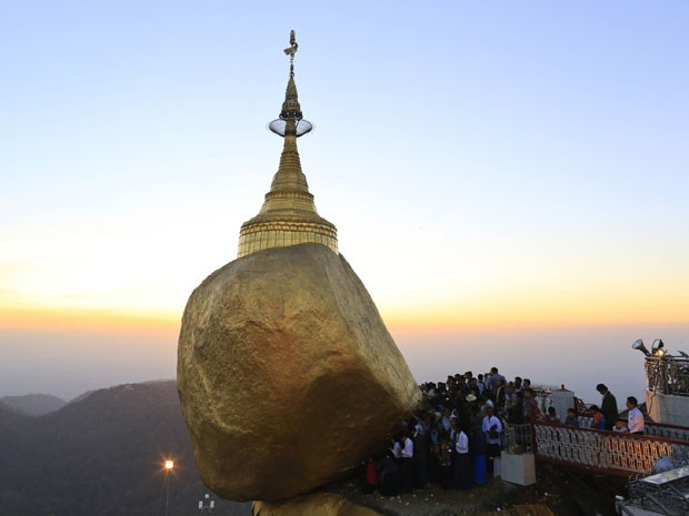 Pagode de Kyaikhtiyo, templo budista conhecido como Pagode da Rocha Dourada, em Mianmar (Foto: Soe Zeya Tun/Reuters)