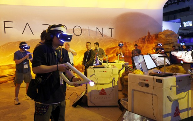 Games de realidade virtual, como 'Farpoint', foram destaque na E3 2016 (Foto: AP Photo/Nick Ut)