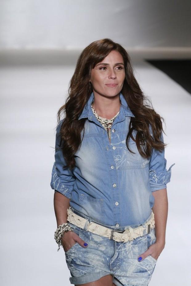 Giovanna Antonelli desfila no Fashion Rio (Foto: Isac Luz / EGO)