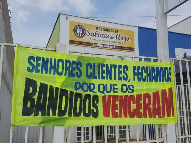 Comerciante desistiu de restaurante após ser alvo de criminosos  (Foto: Kristoferson Moreira/TV Anhanguera)