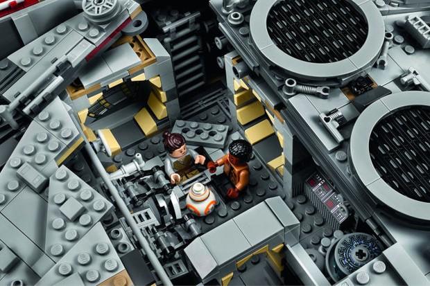 Rey, Finn e BB-8 na Millennium Falcon  (Foto: reprodução )