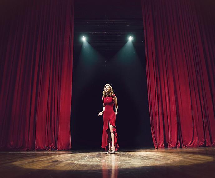 O clipe de Sophia foi gravado em um teatro em Curitiba (Foto: Cadu Fernandes/Divulgação)