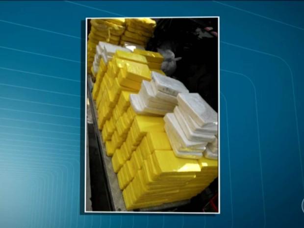 Cocaína foi encontrada em galpão em São Bernardo do Campo (Foto: Reprodução/TV Globo)