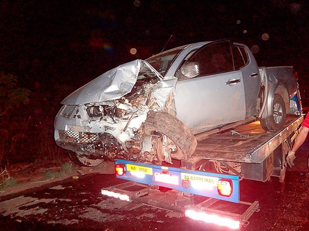 Segundo a PRF, caminhonete invadiu contramão e atingiu carro onde vítimas estavam, na BR-135, Barreiras, Bahia (Foto: Blog do Sigi Vilares)