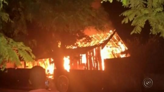 Idosa morre durante incêndio em casa de madeira em Guaimbê