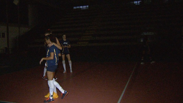 Apagão no ginásio durante treino do Campinas (Foto: Reprodução EPTV)