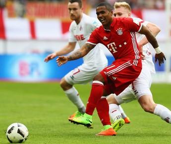 Douglas Costa, Colônia x Bayern  (Foto: AFP/Getty Images)