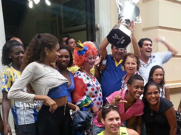 Integrantes Unidos do Ladeira campeã carnaval 2015 Juiz de Fora (Foto: Rafael Antunes/ G1)