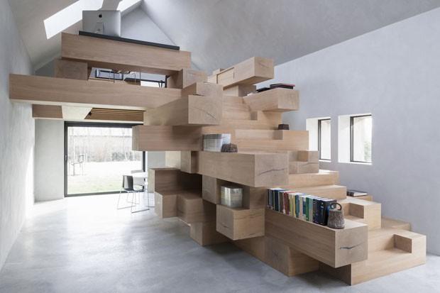 Celeiro antigo é transformado em um escritório descolado (Foto: Koen Van Damme/Divulgação)