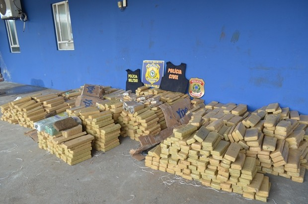 Polícia Federal estima que 1,3 mil quilos tenham sido apreendidos (Foto: Jonatas Boni/G1)