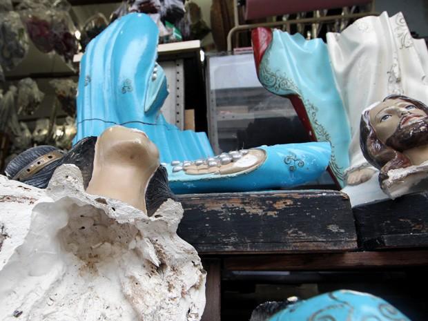 Imagens sacras foram destruídas em Santos, SP (Foto: Bruno Miani/Jornal A Tribuna)
