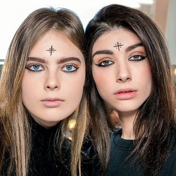 A face tattoo é um hit da estética neobruxa (Foto:  )