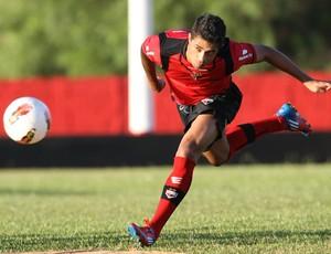 Ricardo Bueno, atacante do Atlético-GO (Foto: Sebastião Nogueira/O Popular)