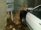 Motorista abandona veículo após bater em muro de casa em Jundiaí