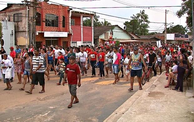 Cerca de oito mil pessoas, segundo a Polícia Militar, lotaram as ruas de Xapuri na procissão em homenagem a São Sebastião (Foto: Bom Dia Amazônia)