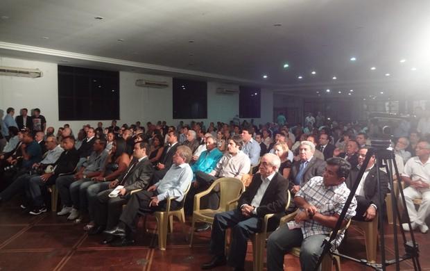Mais de 250 pessoas lotaram o salão nobre do Paysandu (Foto: Jorge Sauma / GLOBOESPORTE.COM)