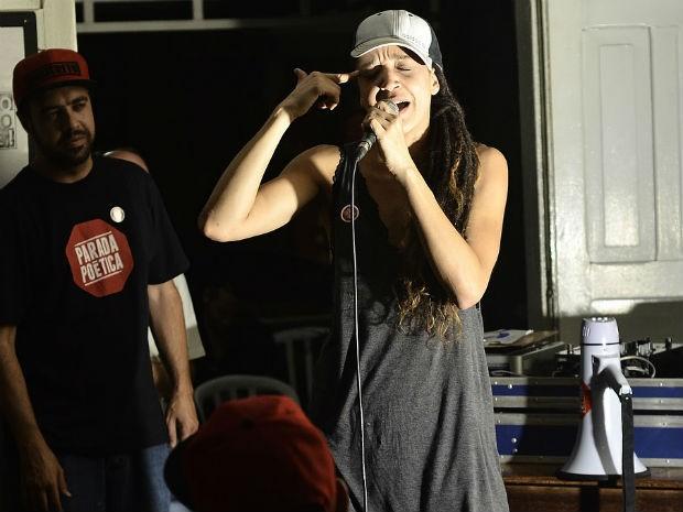 Roberta Estrela D´Alva, precursora do gênero teatro hip-hop, compõe mesa (Foto: Marcio Salata)