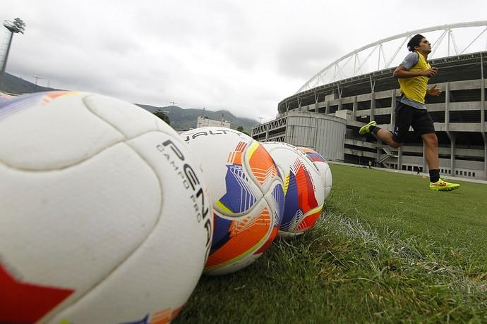 Igor Rabello treinou no campo anexo do Nilton Santos neste ano, enquanto recuperava-se de lesão (Foto: Vitor Silva/SSPress/Botafogo)