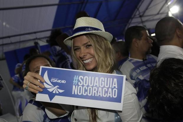 Adriane Galisteu na Portela (Foto: Isac Luz/EGO)