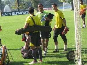 Bruno falou com jornalistas após treinar no Centro de Treinamento do Flamengo (Foto: Carolina Lauriano/G1)