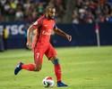 Torcida atira objeto em Lucas em vitória do PSG sobre o Bastia
