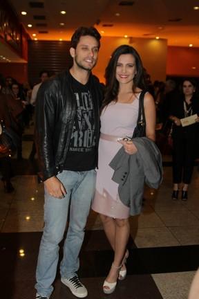 Ex-BBBs Eliéser e Kamilla em pré-estreia de filme em São Paulo (Foto: Paduardo/ Ag. News)