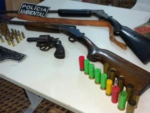 Cinco pessoas foram presas e autuadas com base no Estatuto do Desarmamento e na Lei dos Crimes Ambientais (Foto: SSPDS/Divulgação)