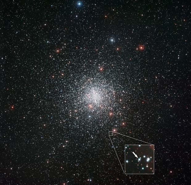 Messier 4, com destaque para a estrela rica em lítio (Foto: ESO)