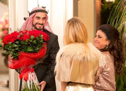 Fedora recebe Leozinho para jantar de noivado