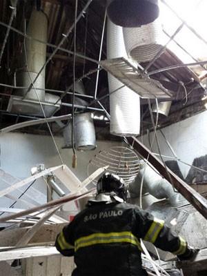 Explosão de panela de pressão industrial 3 feridos na Zona Oeste de SP (Foto: Corpo de Bombeiros de SP/Divulgação)