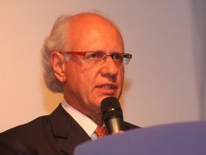 Gerson de Mello Almada, da Engevix, explica importância do dirigível desenvolvido em São Carlos (Foto: Divulgação/Engevix)