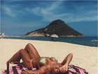 Petra Mattar mostra corpo bronzeado em praia: 'Onde minha alma pertence'