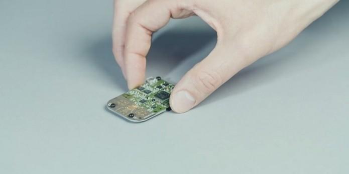Tamanho do chip do projeto Soli é ideal para usá-lo em vestíveis (Foto: Divulgação)