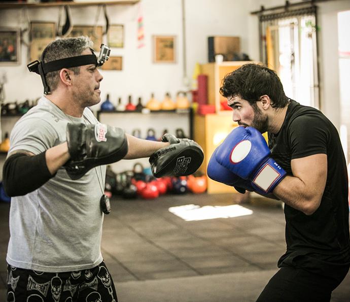 Juliano Laham fala sobre treino: 'Está sendo um desafio dentro e fora de cena' (Foto: Raphael Dias/Gshow)