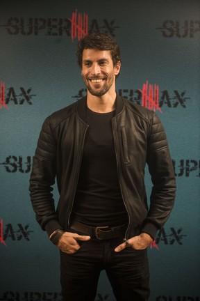 Bruno Belarmino interpreta o personagem Luisão na série Supermax (Foto: Globo/Renato Rocha Miranda)