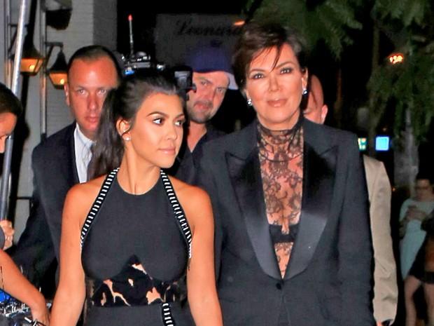 X17 - Kourtney Kardashian e Kris Jenner em evento em Los Angeles, nos Estados Unidos (Foto: X17online/ Agência)