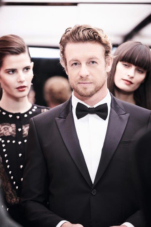 Simon Baker foi clicado em Paris para a campanha do novo perfume da Givenchy (Foto: Divulgação)