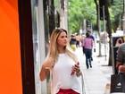 Andressa Suíta usa look soltinho para passear, mas barriga fica em evidência