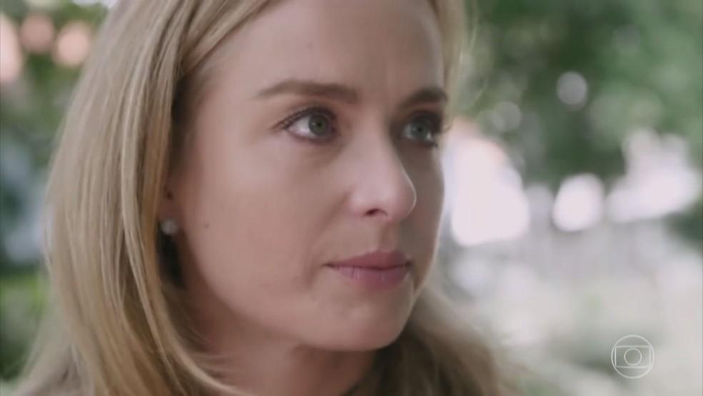 Angélica se emociona ao falar dos idosos no asilo  (Foto: TV Globo)